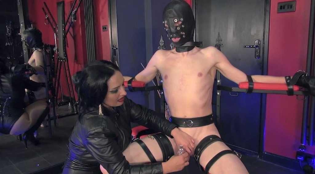 padrona domina schiavo